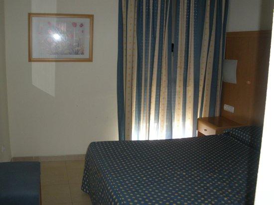 Hotel Neptuno: Dormitoro principal en apartamento de dos dormitorios