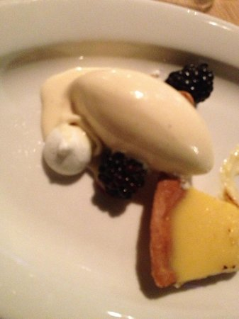 De Kas : lemon tart, vanilla and berries