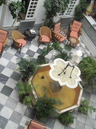 Simon Hotel: Hall