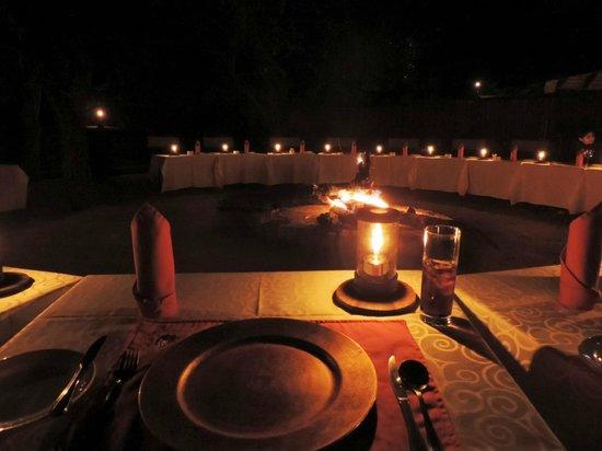 Gomo Gomo Game Lodge : Dinner round the boma