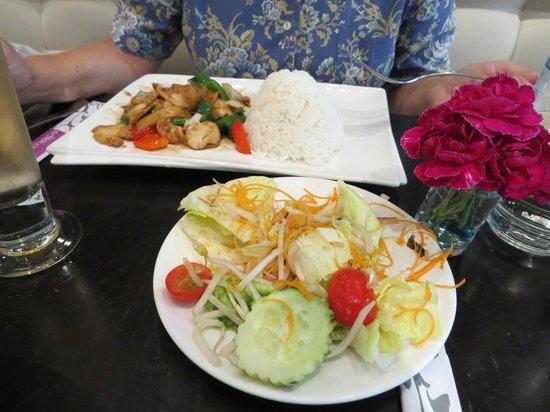 Enthaice: Thaisalat als Appetizer u. Basil-Beef
