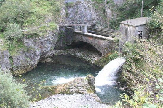 San Giovanni Bianco, Italië: scarico di una centrale