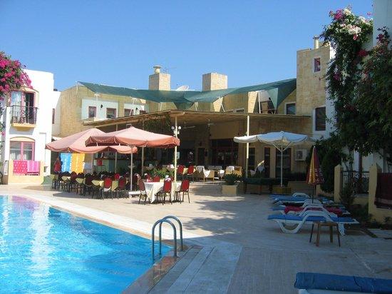 Hotel Serpina: Bar Area