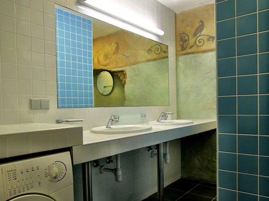 Seagulls Garret Hostel: Female only shower/wc