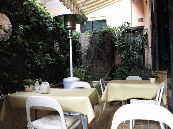 Residenza Al Pozzo : La terrasse du petit déjeuner