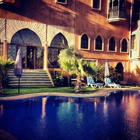 Hotel Temple des Arts: The beautiful quiet pool