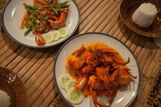 The Chili : Garlic king prawns and Chili crab