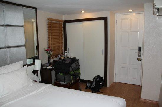 Rising Dragon Villa Hotel: Habitación