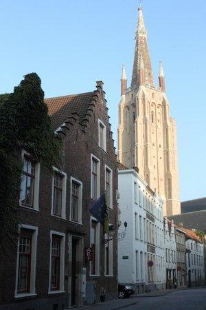 Hotel Het Gheestelic Hof: View up the street