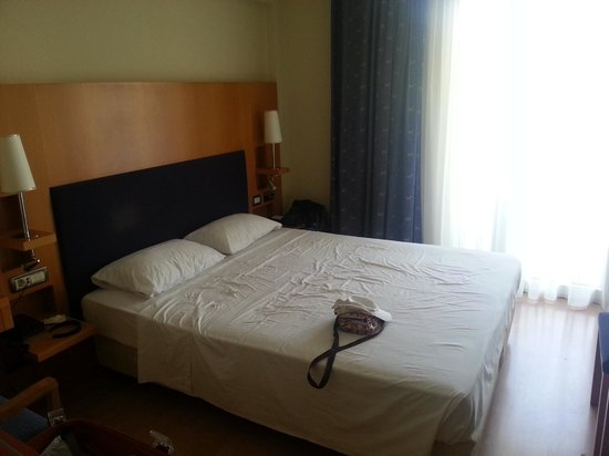 Maritina Hotel: Our bed