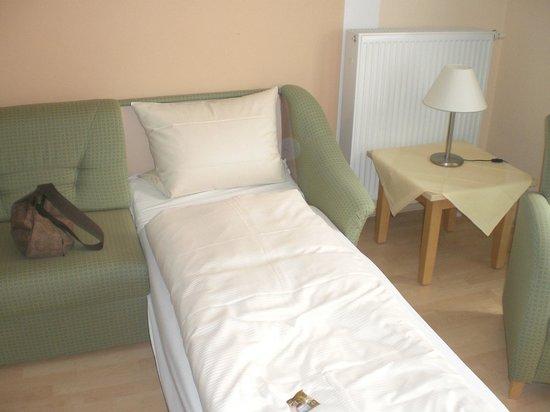 Hotel Pension Abenstal Garni : divano letto in sala