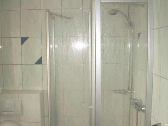 Hotel Pension Abenstal Garni : doccia