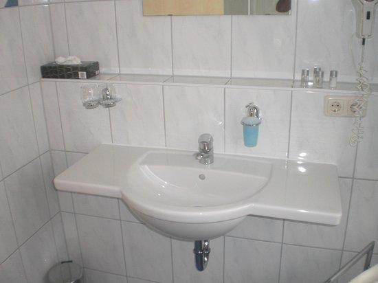 Hotel Pension Abenstal Garni : dettaglio bagno