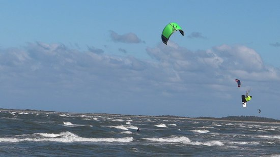 Driftwood's Pirate's Chest Restaurant: Kite Surfers