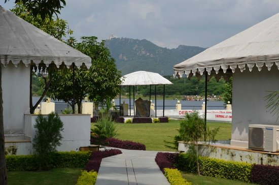Shree Vilas Orchid: Entry of tent area...