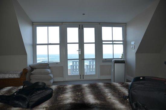 Ocean Eleven Guesthouse: Room