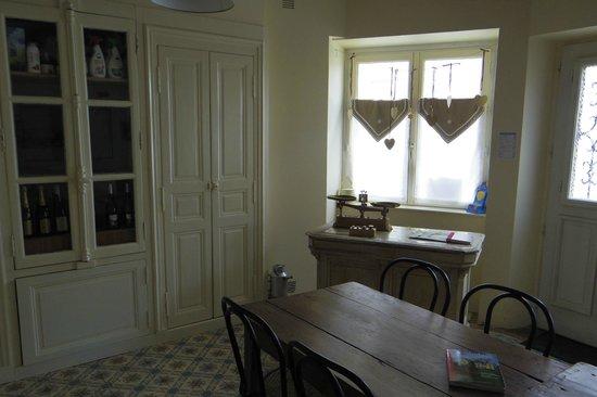 L'Ancienne Boulangerie: 朝食を取る部屋