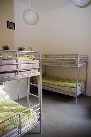 Hostel Yellow: Pokój 4-osobowy / 4 bedded dorm room