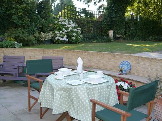At Home Bed & Breakfast: Breakfast on the patio
