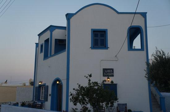 Villa Firostefani: Front view