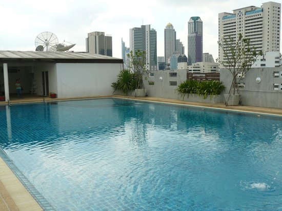 Sathorn Grace Serviced Residence: Piscine sur le toit