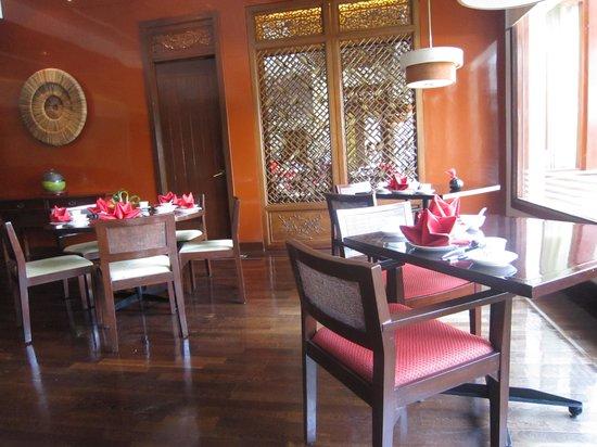 Tea of Spring at Shangri-La's Mactan Resort & Spa: ランチタイムの店内