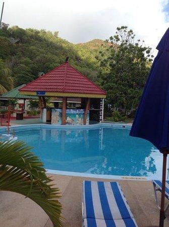 Berjaya Praslin Resort - Seychelles : piscine Berjaya Praslin