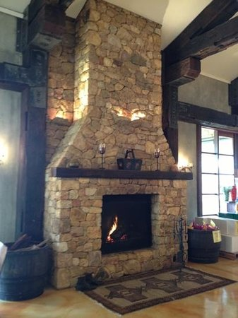 Laurance of Margaret River: Warm & cosy fireplace.