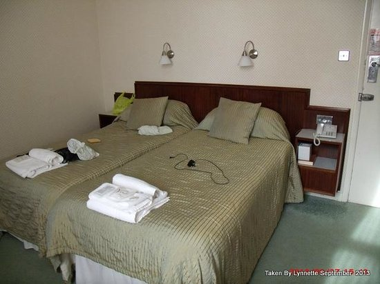 Cumberland Hotel Eastbourne: Our Bedroom