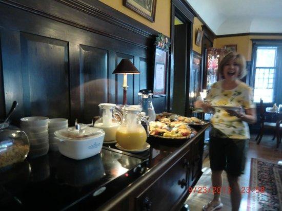 Beazley House: Yummy breakfast!