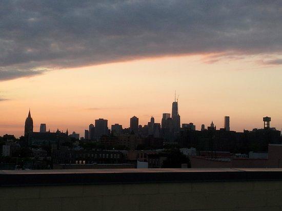 Super 8 Brooklyn / Park Slope Hotel: andate a curiosare sul tetto: vista skyline NYC!!!