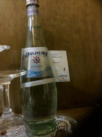 Hotel Rolandsburg: Welcome water