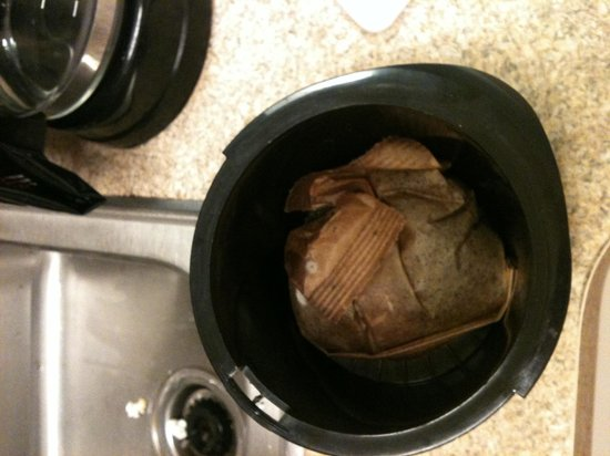 Extended Stay America - Olympia - Tumwater: Moldy coffee filter from previous guest