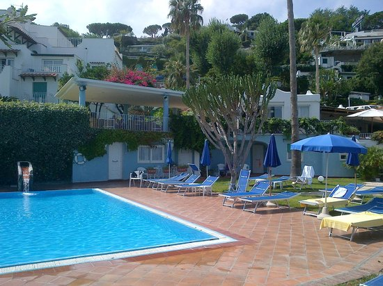 Continental Mare Hotel: grounds, smaller pool area