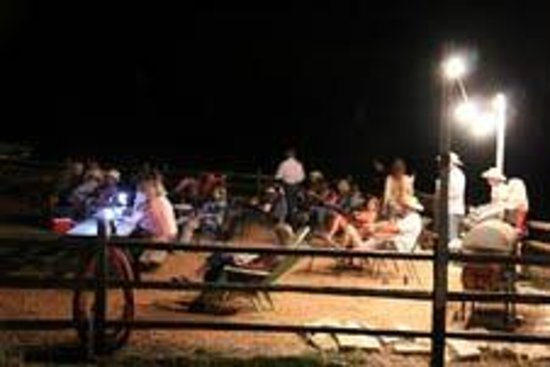 Cabins at Red Rock : BBQ and Texas country music in the Corral
