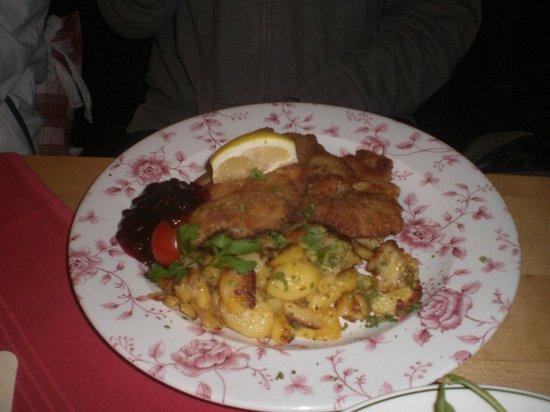 Wirtshaus zum Kreuzhof: wiener schnitzell