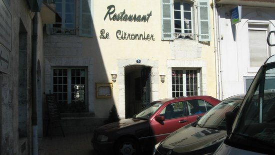 Le Citronnier : Tucked into a corner of the main street in Riberac