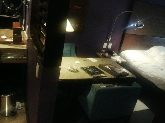 Sofitel Bogota Victoria Regia : room 301, note purple wall color
