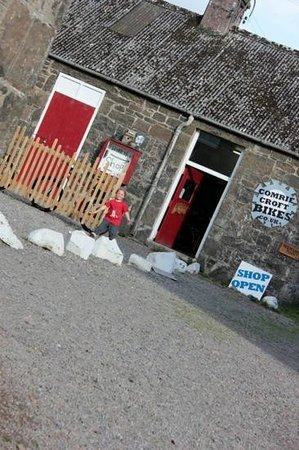 Comrie Croft Eco Hostel & Camping : the friendly bike shop