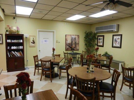 Everyday Gourmet & Fine Foods: Pleasant homey interior