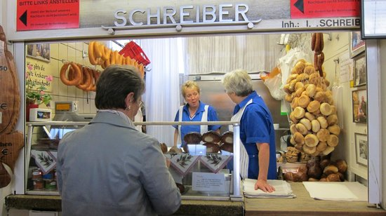 Kleinmarkthalle : The sausage and the bread are sold as a set here but NOT put together.