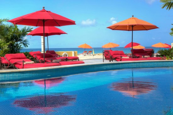 Ocean Two Resort & Residences: Pool Deck with cushioned loungers and umbrellas