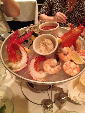 Phil Stefani's 437 Rush: Seafood Fountain