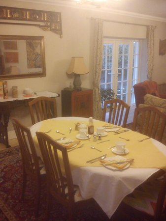 Bideford Beehives B & B: Dining area within spacious sitting room