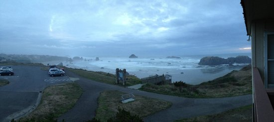 Bandon Beach Motel: evening view from room