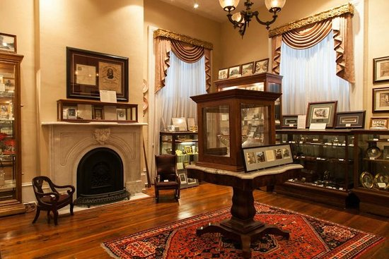 Lyndon House Arts Center: Athens History Room in the Ware-Lyndon House