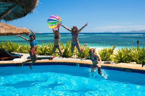 Tavarua Island Resort: poolside