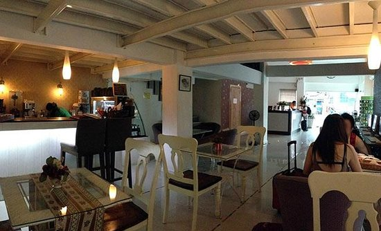 At Hua Lamphong Hostel: Lobby from Snack Area