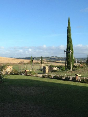 Relais Sant'Elena: morning view of the countryside at breakfast