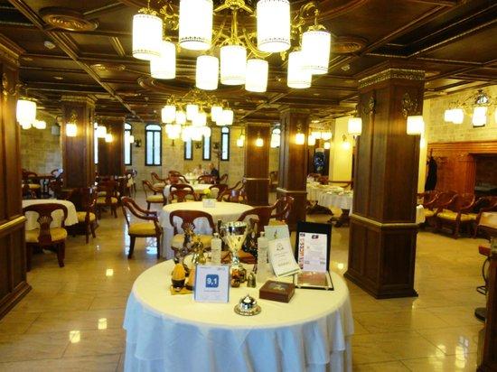 Dinasty Hotel: Breakfast & Dining Room